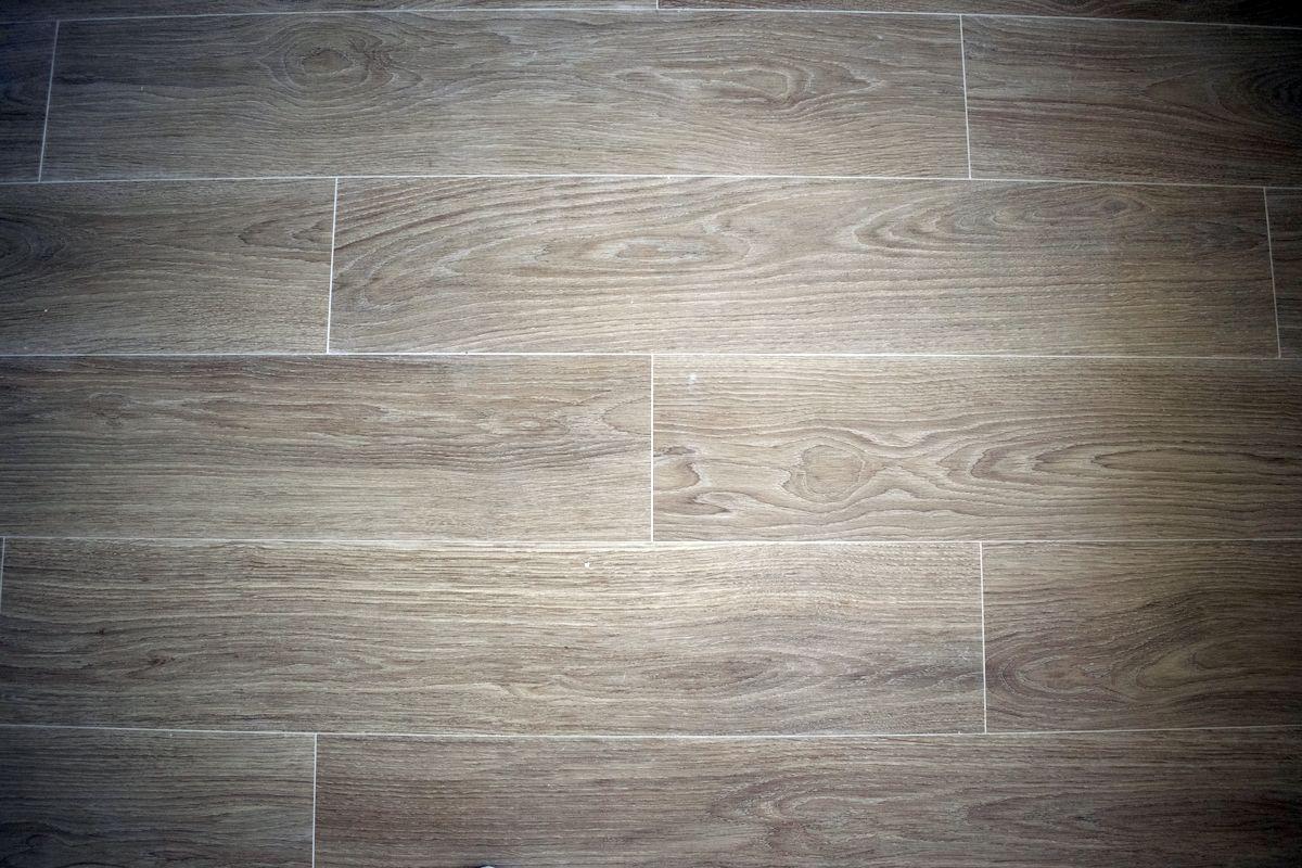 Detalle Reforma de salón Solado gres imitación madera